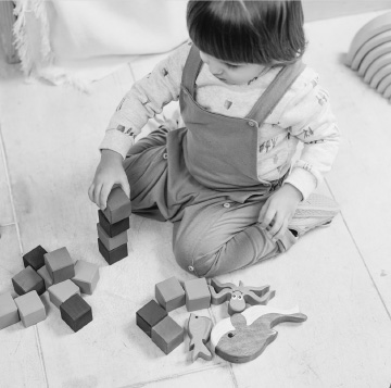 toddler stacking cubes